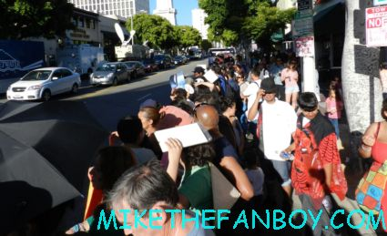 The amazing spider man world movie premiere with andrew garfield emma stone rhys ifans rare signing autographs for fans