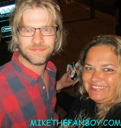 todd lowe posing for a fan photo at the true blood season 5 wrap party hot sexy cougar town star