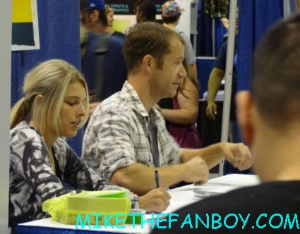 Colin Ferguson signing autographs at wizard world chicago 2012 opening gates sign logo rare promo with norman reedus sheryl lee rare autograph signed hot