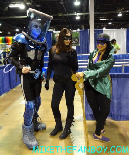 dc superhero cosplayers mr. freeze catwoman alien cosplayers  at wizard world chicago 2012 opening gates sign logo rare promo with norman reedus sheryl lee rare autograph signed hot