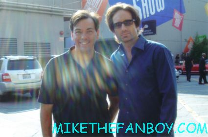 scott from Mike the fanboy with x-files star sexy david duchovny posing for a fan photo at the tonight show