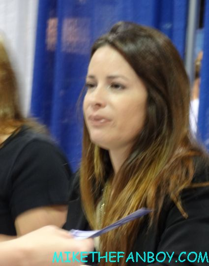 holly marie combs signing autographs at wizard world chicago 2012 opening gates sign logo rare promo with norman reedus sheryl lee rare autograph signed hot