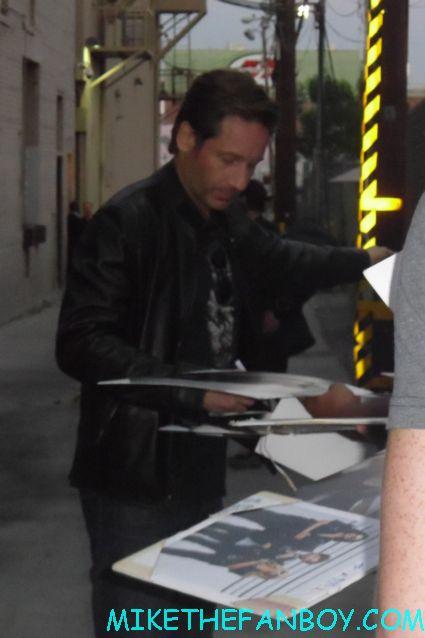 david duchovny signing autographs for fans outside of jimmy kimmel live in hollywood rare promo x files star californication
