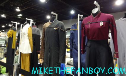 original star trek props and costumes on display at wizard world chicago 2012 opening gates sign logo rare promo with norman reedus sheryl lee rare autograph signed hot