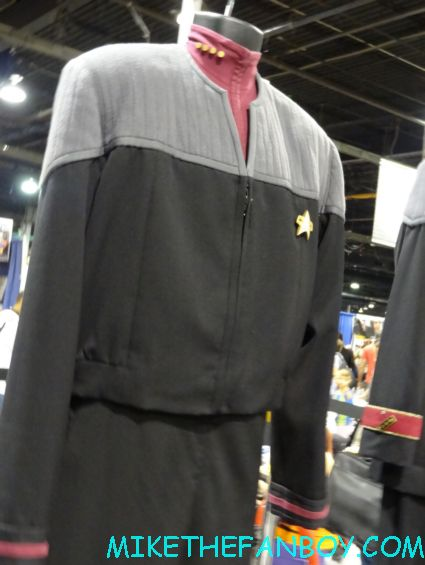 original star trek props and costumes captain picard's starfleet uniform on display at wizard world chicago 2012 opening gates sign logo rare promo with norman reedus sheryl lee rare autograph signed hot