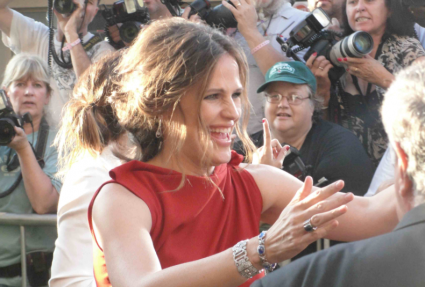 jennifer garner signing autographs at the odd life of timothy green world movie premiere in hollywood hot sexy alias star