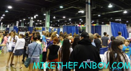 the crowd of people for tom felton at sherlyn fenn and  Sheryl lee signing autographs twin peaks japanese program  at sexy jon berthanal signing autographs at wizard world chicago 2012 opening gates sign logo rare promo with norman reedus sheryl lee rare autograph signed hot
