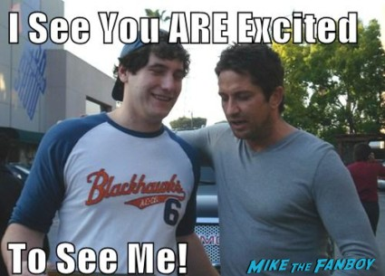 Mike The Fanboy posing for a fan photo with sexy gerard butler hot sexy gladiator 300 star rare promo