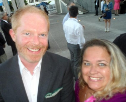 jesse tyler ferguson ty burrell posing for a fan photo with pinky at a play opening modern family star signed autograph rare phil dunphy