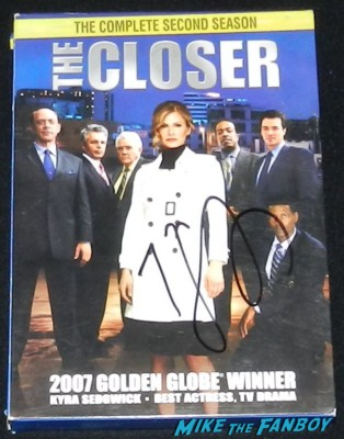 kyra sedgwick signed autograph the closer season 2 dvd set rare kyra sedgwick signing autographs for fans