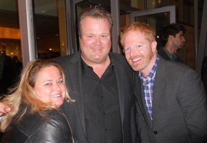jesse tyler ferguson and eric stonestreet posing for a fan photo with pinky at a play opening modern family star signed autograph rare phil dunphy