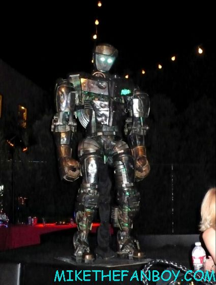 real steel movie premiere after party with hugh jackman rare hot sexy australian robots from the movie props