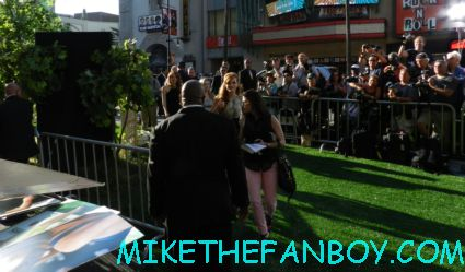 bella thorne signing autographs for fans at the scotty holding out his 11 x 14 photo for Bella Thorne  the odd life of timothy green world movie premiere in hollywood at the el capitan theatre rare promo jennifer garner joel edgerton