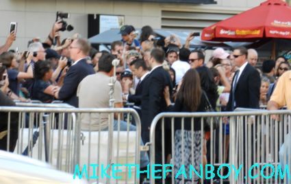 colin farrell signing autographs at the total recall world movie premiere hot sexy rare promo