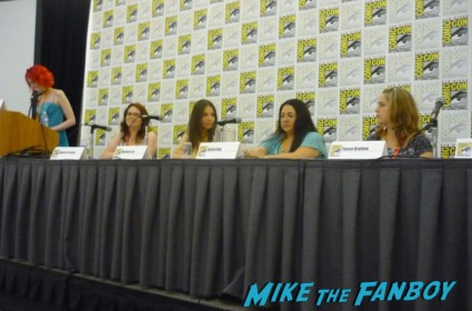 paranormal love potion panel Stephanie Perkins (moderator), Andrea Cremer, Marjorie Liu, Sylvia Day and Tessa Gratton comic con 2012