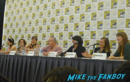 foes beyond fur and fangs panel san diego comic con 2012 L-R: Kim Alexander (moderator-and who I cut off…oops), Gail Carriger, Amelia Atwater-Rhodes, Maggie Stiefvater, Tom Sniegoski, Rachel Caine, Kiersten White, and Amber Benson