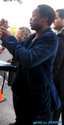 oz star Harold Perrineau signs autographs for fans at the sons of anarchy premiere in westwood