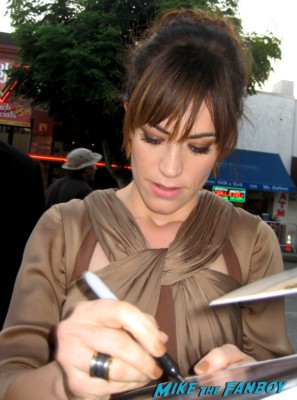 sexy maggie siff signs autographs for fans at the sons of anarchy world premiere in westwood rare promo
