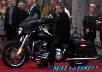 ron perlman signs autographs for fans at the sons of anarchy world premiere in westwood rare promo