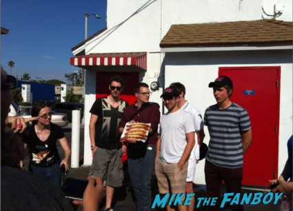 blake harrison from the inbetweeners at pinks hot dogs in los angeles The cast of the uk hit film the inbetweeners at pink's hot dogs in los angeles Simon Bird, James Buckley, Blake Harrison and Joe Thomas