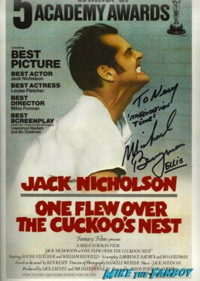 michael Berryman signed autograph dvd there's one flew over the cuckoo's nest  signed dvd signing autographs for fans at dark delicacies at the jeepers creepers blu ray dvd signing below zero the hills have eyes