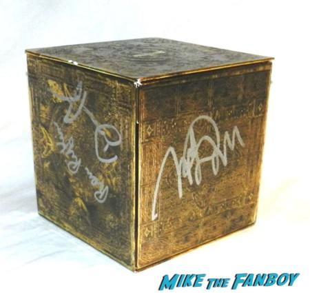 Merrin Dungey david anders ron rifkin signed autograph alias complete series rambaldi box set signed promo raredavid anders signs autographs for fans alias rare 017