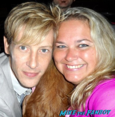gabriel mann posing for a photo with pinky from mike the fanboy at an emmy party in beverly hills