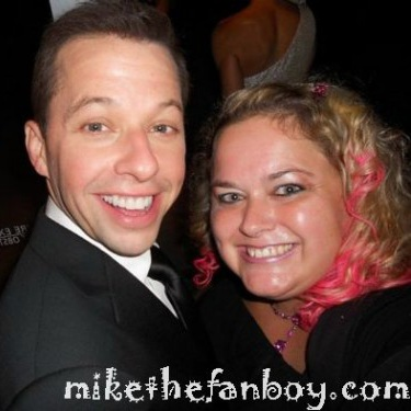 john cryer posing with pinky from mike the fanboy at the emmy awards in 2012 hot sexy pretty in pink star rare promo
