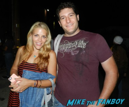 busy philipps from cougar town and dawson's creek posing for a fan photo with mike the fanboy signed autograph signing autographs rare