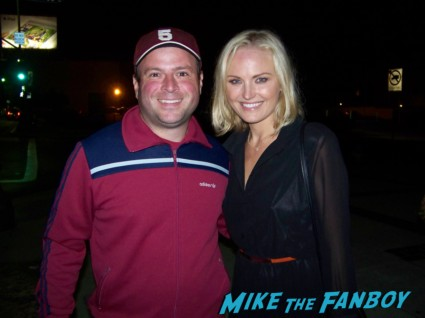 Billy Beer from Mike The Fanboy with sexy Malin Akerman from the proposal the comeback signing autographs for fans