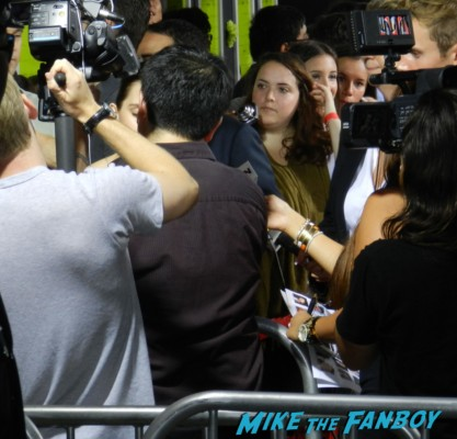 emma watson disses fans on the red carpet at the perks of a wallflower movie premiere rare promo signed