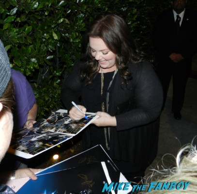 melissa mccarthy signing autographs gilmore girls star mike and molly bridesmaids  emmy party