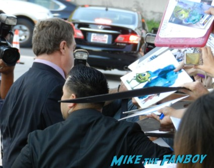 john goodman signing autographs at the trouble with the curve movie premiere red carpet Trouble With The Curve Movie Premiere! Meeting Sexyback Singer Justin Timberlake! With Amy Adams! Clint Eastwood! John Goodman! Matthew Lillard! Autographs! Photos! And More!