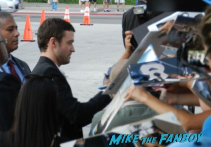 justin timberlake signing autographs at the trouble with the curve movie premiere red carpet Trouble With The Curve Movie Premiere! Meeting Sexyback Singer Justin Timberlake! With Amy Adams! Clint Eastwood! John Goodman! Matthew Lillard! Autographs! Photos! And More!