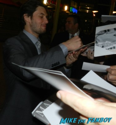sexy ben barnes signing autographs for fans at the words movie premiere with bradley cooper and zoe saldana