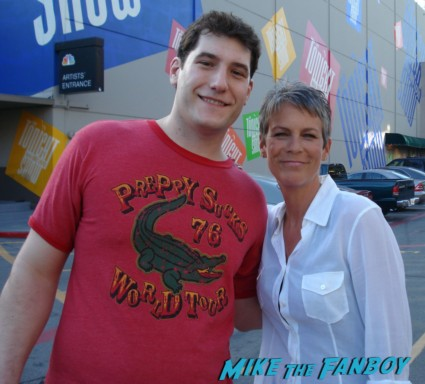 jamie lee curtis poses with mike the fanboy for a fan photo signed autograph rare promo photo hot fanboy rare jamie lee curtis signed halloween dvd signature autograph meet jamie lee curtis rare signed halloween dvd cover happy halloween