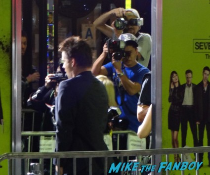 colin farrell arriving at seven psychopaths movie premiere red carpet signing autographs colin farrell hot sexy rare promo