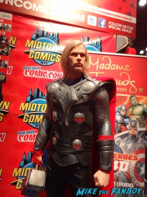 chris hemsworth thor rare madame tousauds wax figure rare promo hot sexy marvel superhero promo