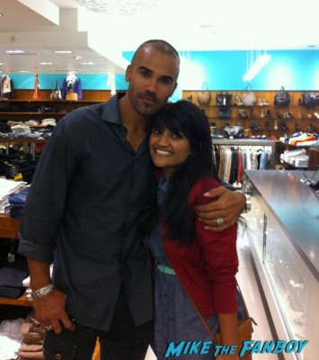 Criminal minds star shemar moore posing with Anushika for a fan photo hot sexy godly creature rare promo sexy hot