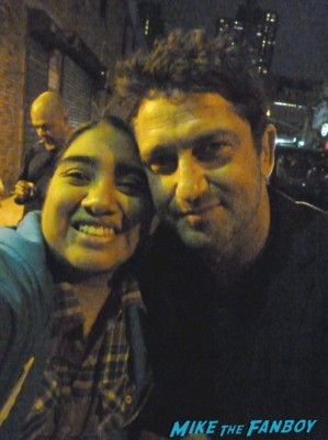 gerard butler signing autographs for fans fan photo with elisa in the big apple from mike the fanboy rare promo hot sexy 300 star rare chasing mavericks Gerard Butler signed autograph signature hot sexy photo rare magazine hot sexy chasing mavericks playing for keeps