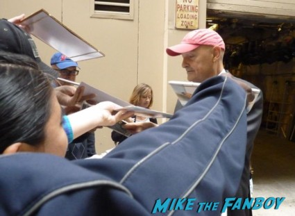 Terry O'Quinn lost alias star signing autographs for fans 666 park avenue rare john locke hot promo abc series