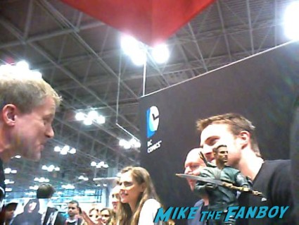 Stephen Amell willa ford signing autographs at new york comic con nycc 2012 hot sexy arrow star hot promo sexy