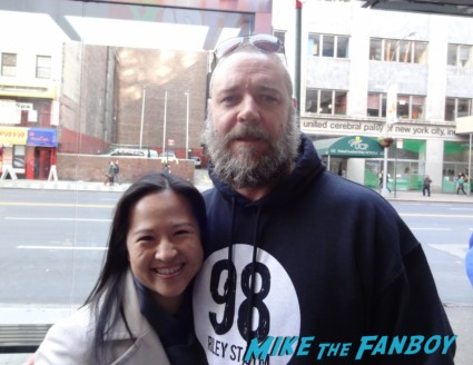 Russell Crowe poses for a fan photo with the lovely erica from mike the fanboy while signing autographs Russell Crowe signing autographs for fans and posing for fan photos with Dan in new york city les miserables rare promo