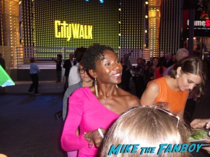 Jeryl Prescott signing autographs for fans at the walking dead season 3 premiere at universal citywalk andrew lincoln rare promo hot