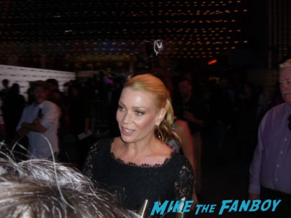 laurie holden signing autographs for fans at the walking dead season 3 premiere at universal citywalk andrew lincoln rare promo hot