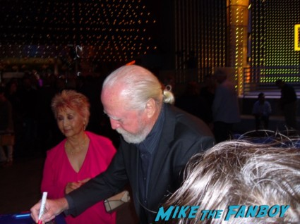 scott wilson signing autographs for fans at the walking dead season 3 premiere at universal citywalk andrew lincoln rare promo hot