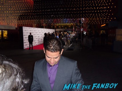Juan Gabriel Pareja signing autographs for fans at the walking dead season 3 premiere at universal citywalk andrew lincoln rare promo hot