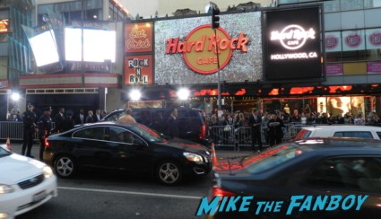 the other mike and billy beer at the cloud atlas movie premiere cloud atlas movie premiere rare tom hanks halle berry jim broadbent dissing fans rare promo red carpet