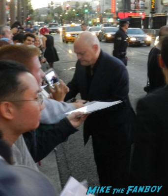 andy wachowski signing autographs for fans at the cloud atlas movie premiere cloud atlas movie premiere rare tom hanks halle berry jim broadbent dissing fans rare promo red carpet