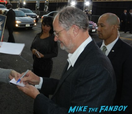 jim broadbent signing autographs for fans at the cloud atlas movie premiere cloud atlas movie premiere rare tom hanks halle berry jim broadbent dissing fans rare promo red carpet